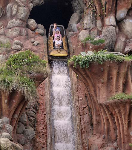 Disneyland Raises Height Requirements For Splash Mountain