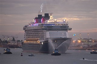 Building the Disney Dream Cruise Ship in 30 Seconds [Time Lapse Video]